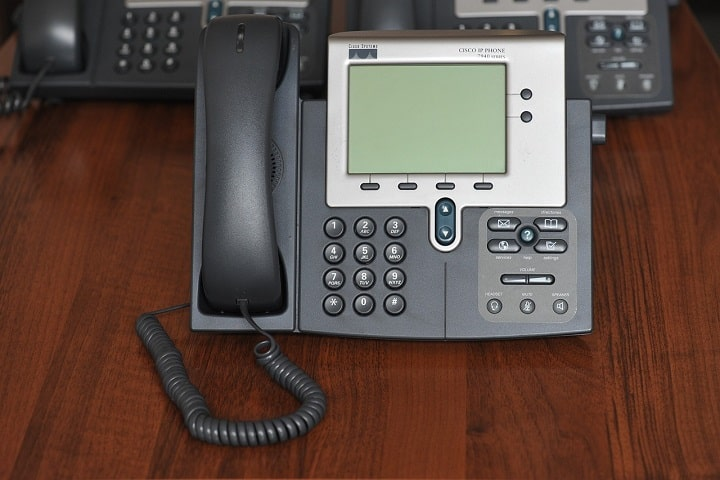 Ways How VoIP Phone Can Improve The Communication of Your Employees