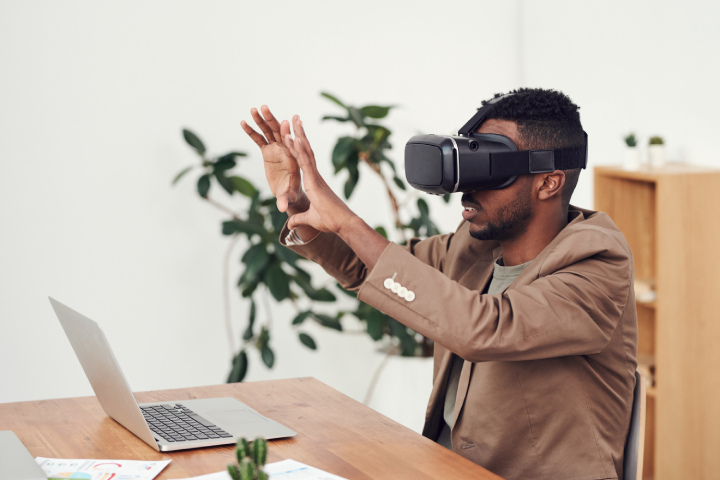 Benefits of Using Mixed Reality (MR) in Education