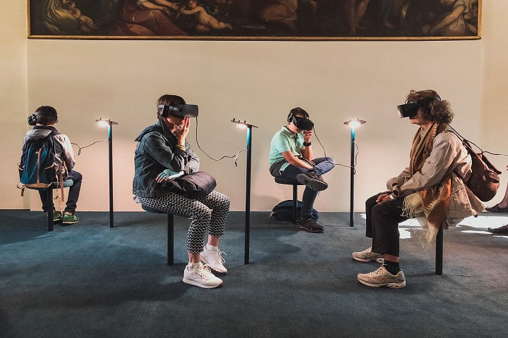 How Using AR and VR Can Improve Customer Experience