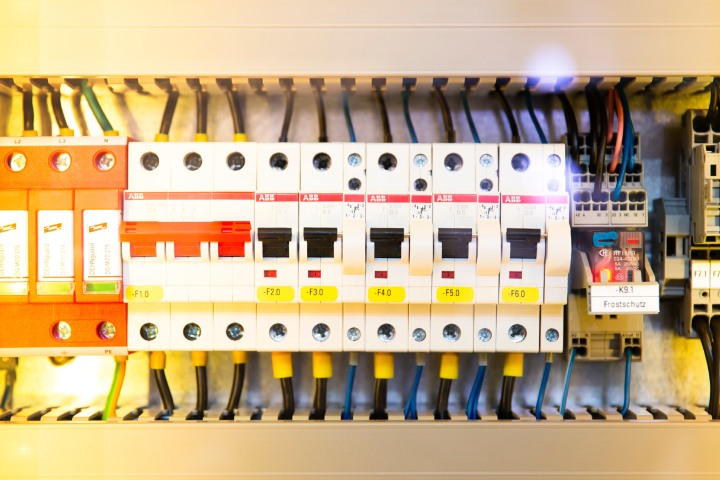 The electrical circuit switch