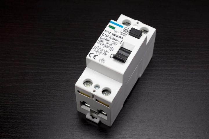 digital circuit breakers