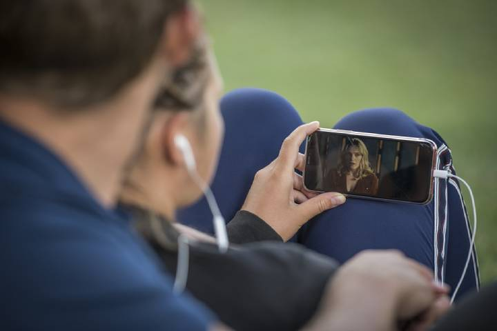 How smartphones changed the way people watch movies online